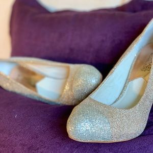 ✨ NEW MICHAEL KORS Gold / Silver Pumps Sz 7 ✨
